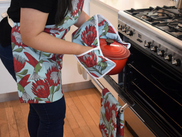 13Protea Original – APRON – JOINED OVEN GLOVES