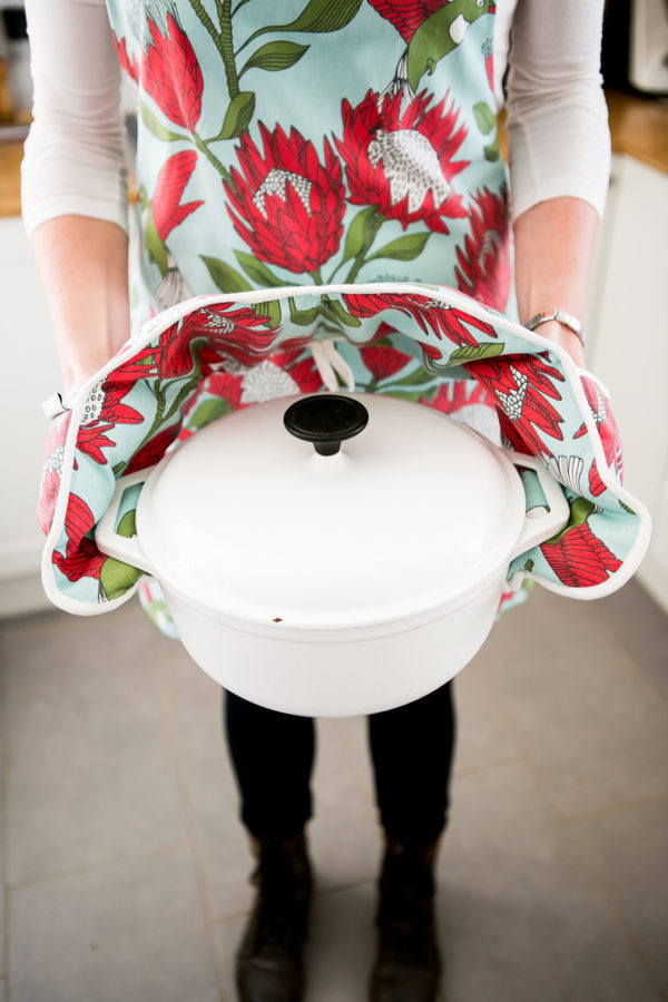 176Protea Original – APRON – JOINED OVEN GLOVES