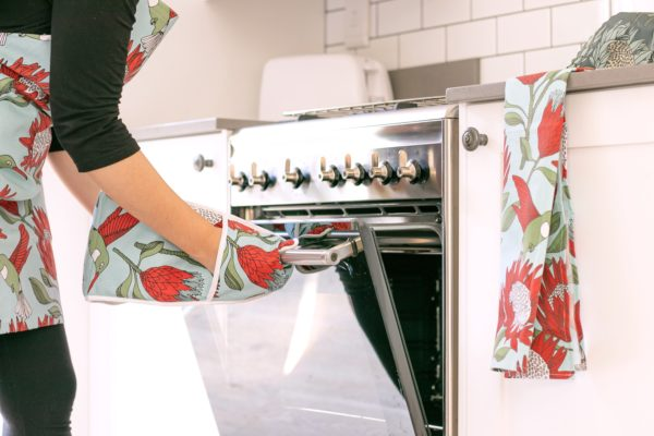 043 – APRON, OVEN GLOVES JOINED, TEA TOWEL
